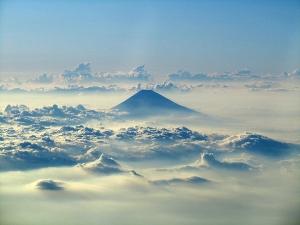 富士と雲海(仮写真)