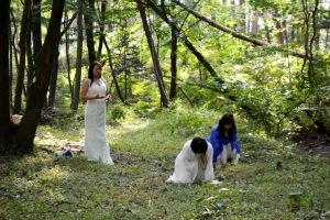 地球の大地に神殿のアストラル体を生成し、儀式の舞台を召喚する。左から御崎絢さん、奥秋佳代子さん、吉田佳名子さん。