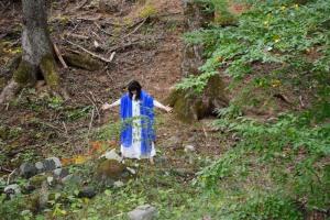 虚ではなく、有の世界に在る、人々の中や様々な場所に封印され、潜在している、青い石の新しい叡智を召喚するレムリアの天空の神官(吉田佳名子さん)。