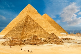 841-02718865 © Robert Harding Images / Masterfile Model Release: No Property Release: No The Pyramids of Giza, Giza, UNESCO World Heritage Site, near Cairo, Egypt, North Africa, Africa
